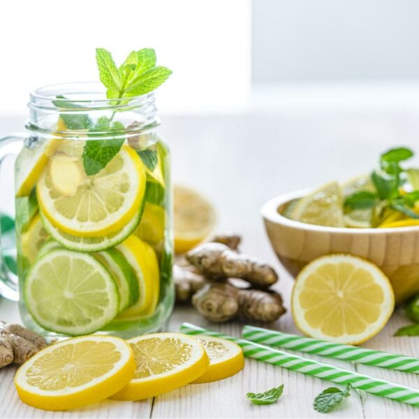 Agua con limón: Salud y vitalidad todos los días.
